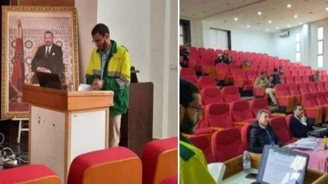 طالب يناقش أطروحة للدكتوراه وهو يرتدي لباس عمال النظافة