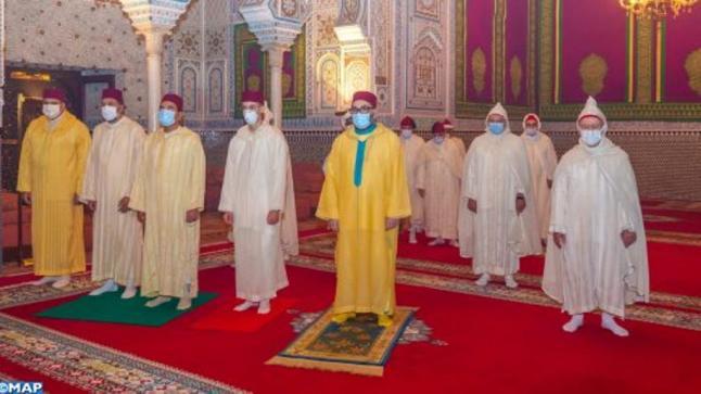 الملك يؤدي صلاة عيد الأضحى وينحر أضحية العيد