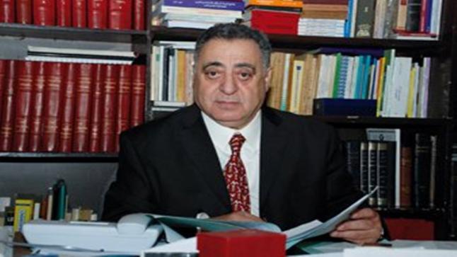وزارة الداخلية تقاضي المحامي والوزير السابق محمد زيان